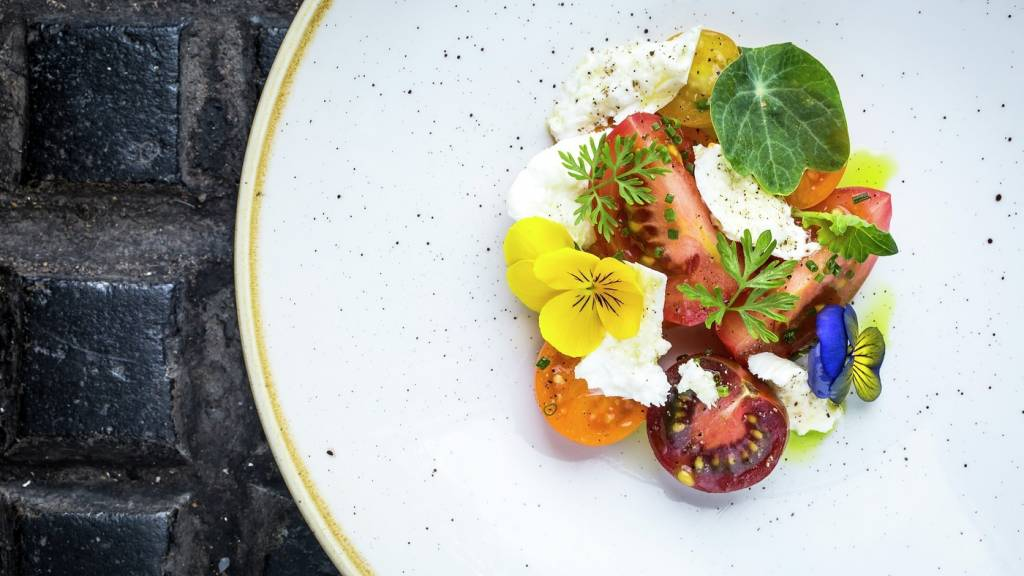 vb639324 Isle of White heritage tomatoes burrata herbs from our garden gaz pacho 9