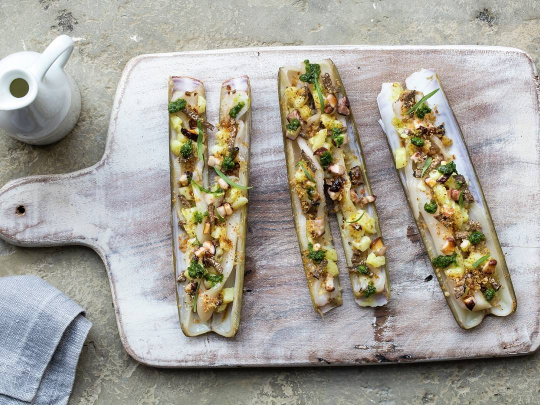 vb712792 Razor clams gratinated potatoes salsa verde Black Truffle 9