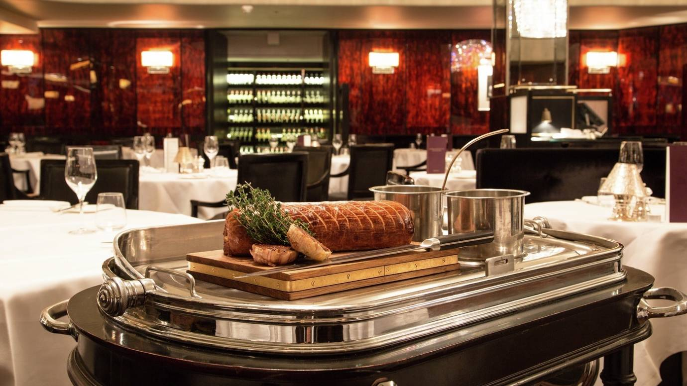 vb483148 Savoy Grill Beef Wellington trolley