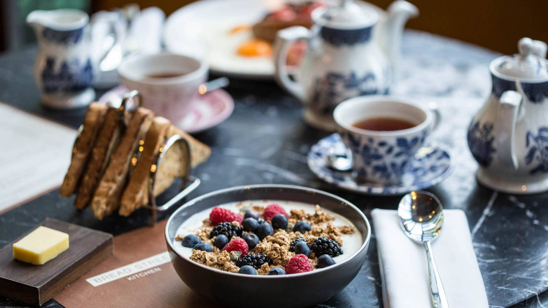 4 BSk Breakfast Brunch Yoghurt toasted granola and berries