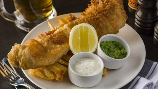 Fish chips Crushed peas tartare sauce