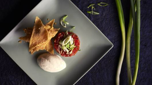 Spicy tuna tartare chilli garlic sesame oil wonton crisps web