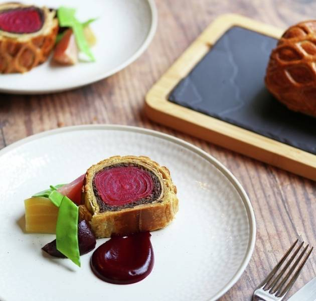 Vegan beet wellington 2020 800px